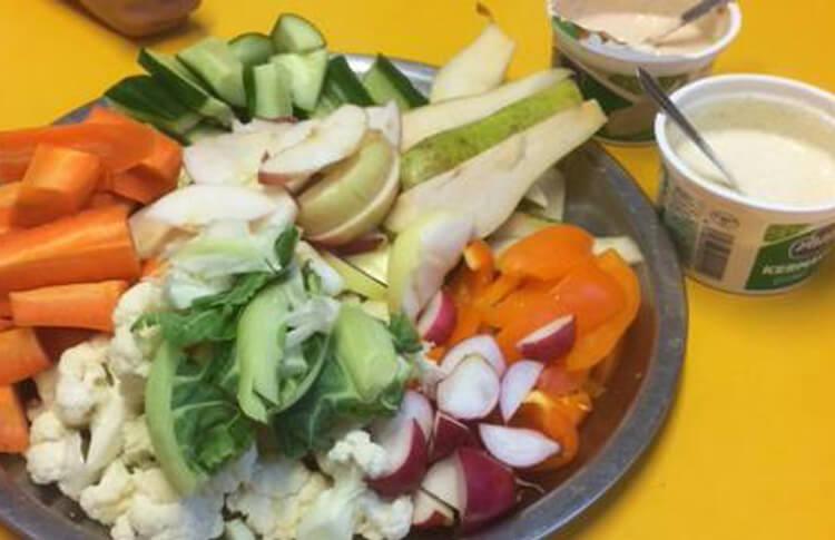 Grönsaker med hemgjorda dippsåser featured image