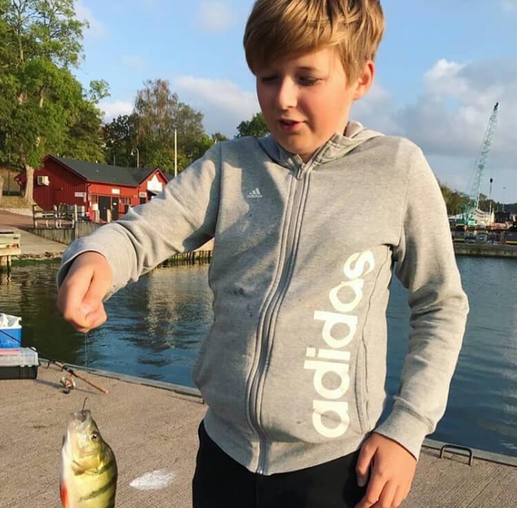 """""""Jag har lärt mig att knyta tafsar och kroka av fisk"""" featured image"""